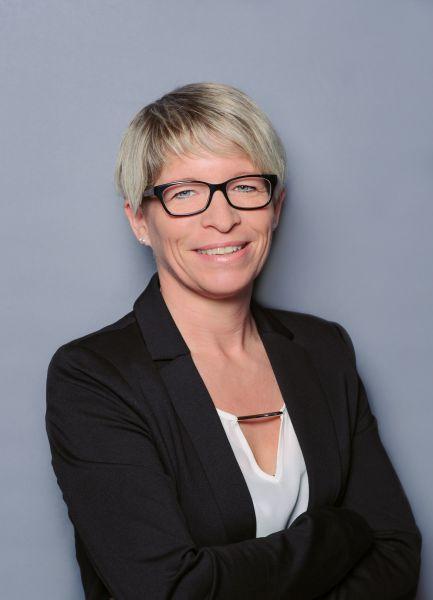 Frau Anke Fecht